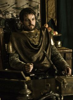 Pin for Later: Ranking the 22 Sexiest Men From Game of Thrones Renly Baratheon He only appears in eight episodes, but Renly's good looks make a lasting impression. Game Of Thrones Series, Game Of Thrones Facts, Got Game Of Thrones, Gethin Anthony, Game Of Thrones Pictures, Netflix, Iron Throne, Beautiful Costumes, Latest Games