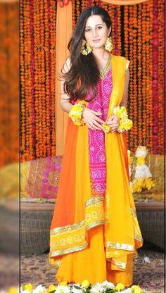 Pakistani Mehndi Dress, Pakistani Wedding Outfits, Pakistani Bridal Wear, Pakistani Dresses, Indian Bridal, Indian Dresses, Indian Outfits, Bridal Outfits, Simple Mehndi Dresses