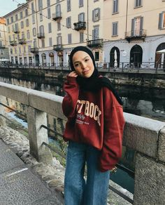 Sauf's outfit of the day. Pintrest:thanaamaged Source by thanaamaged ideas hijab Casual Hijab Outfit, Casual Winter Outfits, Outfit Winter, Outfit Summer, Summer Shorts, Legging Outfits, Outfit Jeans, Grunge Outfits, Curvy Outfits
