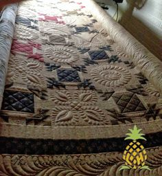 THE QUILTED PINEAPPLE: Hospitality Quilt quilted by Linda Hrcka