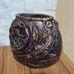 Speciális technikával készült üveg vázák. Textilek, flitterek felhasználásával Méret: 15x14 cm – itt: Debrecen