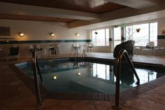 Country Inn & Suites pool