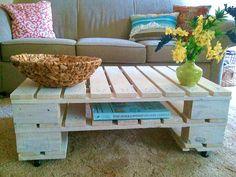 DIY Möbel aus Europaletten – 101 Bastelideen für Holzpaletten - DIY Möbel aus Europaletten couchtisch massiv rollen wohnzimmer