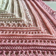 Till denna vita-rosa sjal använde jag garnet Cotton Flower 200 g från Favoritgarner och virknål 4.0 mm. Du kan använda vilket garn du vill och addera e…