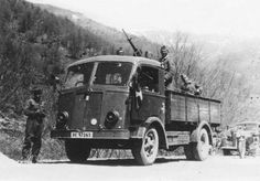Italian truck Fiat 626 armed with mod. 35 machine gun in Balkans - pin by Paolo Marzioli