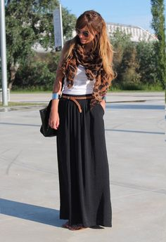 Black maxi skirt, white tank and print accessories - might have to go back to the store to get the black skirt now :) Look Fashion, Unique Fashion, Fashion News, Fashion 2015, Skirt Fashion, Street Fashion, High Fashion, Fashion Design, Mode Outfits