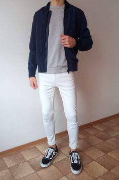 Vans old skool white skinny jeans boys guys outfit vans love Skinny Guys, White Skinny Jeans, Mens White Jeans, Urban Outfit, White Jeans Outfit, Vans Outfit Men, Casual Outfits, Men Casual, Jean Outfits