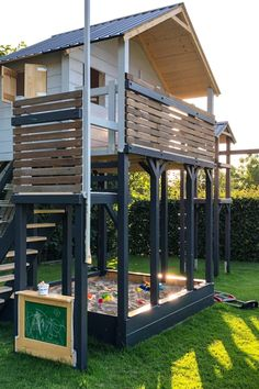 Kids Yard, Play Yard, Backyard For Kids, Garden Climbing Frames, Kids Climbing Frame, Kids House Garden, Home And Garden, Backyard Playground, Backyard Fences