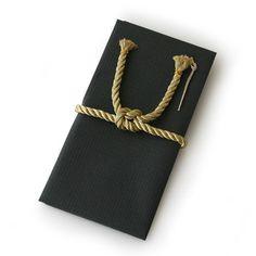 【St.Japonism/祝い袋】 まるで'しめ縄'のような水引があしらわれた、硬派なデザインのご祝儀袋。男性が贈るのにもおすすめ。