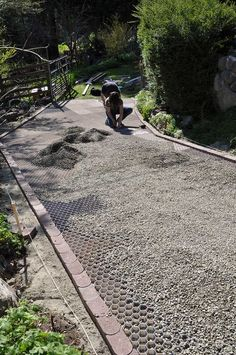 21 stunning picture collection for paving ideas driveway ideas the core gravel foundation panels easily clip together and can be shaped to any landscaping plan solutioingenieria Images