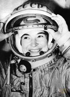 Valentina Vladímirovna Tereshkova es una ingeniera rusa, fue la primera mujer que viajó al espacio exterior el 16 de junio de 1963 a bordo de la nave Vostok 6  #diainternacionaldelamujer