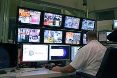 Voor installaties, regulier onderhoud en het verhelpen van storingen kunt u rekenen op de 24-uurs dienst verlening van ons landelijk Servicenetwerk. Voor informatie, meldingen en afspraken kunt u terecht bij de Servicelijn (+31)075-6871051 info@safecold.nl wwww.safecold.nl