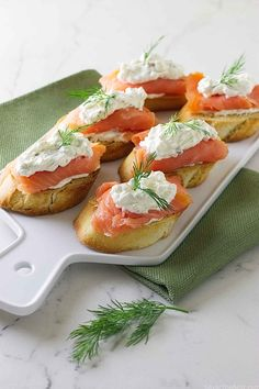 Mascarpone and Smoked Salmon Bruschetta - Savor the Best Smoked Salmon Appetizer, Easy Appetizer Recipes, Healthy Appetizers, Baked Salmon Recipes, Fish Recipes, Bruchetta, Appetisers, The Best, Snacks