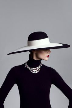 Fashion of Hats! Fashion Advice, Fashion Brands, Glamour, Fancy Hats, Estilo Fashion, Love Hat, Look Vintage, Black And White Portraits, Outfits With Hats