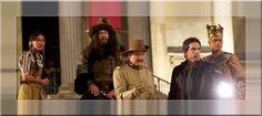 Primeiro Trailer e Pôster De Uma Noite No Museu 3 Com Rami Malek No terceiro filme da franquia, após salvar o Museu Americano de História Natural, em Nova York, e o Smithsonian, em Washington D.C., o vigilante noturno Larry Daley (Stiller) vai proteger o Museu Britânico, em Londres. Com o retorno de personagens favoritos, , incluindo o Faraó Ahkmenrah (Rami Malek), e novas adições ao elenco de personalidades do museu.