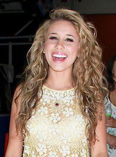 haley reinhart hair   Haley Reinharts Long Bouncy Curly Hairstyle