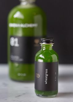 Owen + Alchemy, a juice shop based in Chicago, has released a new line of all-natural drinks featuring bold, minimalist packaging. Juice Branding, Juice Packaging, Craft Packaging, Cool Packaging, Bottle Packaging, Packaging Design, Juice Bar Interior, Juice Bar Design, Salsa Picante