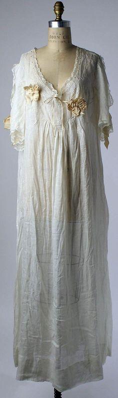 Sweet dreams! Romantic #linen nightgown, 1910s American (?) or European (?) @metmuseum