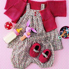 ensemble pour bébé en coton fleuri avec gilet et chaussons tricotés rouge