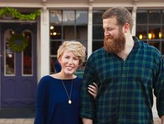Season one of Home Town is officially over, which means we'll have to get our weekly fix of Mississippi's cutest home reno couple, hosts Erin and Ben Napier, in other ways. Here are 6 of their best decorating tricks from you can steal for your own house. Home Town Hgtv, Erin Napier, Hgtv Shows, Chip And Jo, Home Reno, Home Look, Old Houses, Mississippi, Decoration