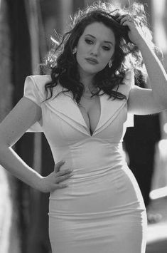 Are you true fan of Kat Dennings? Get your facts straight about the celebrity, find out why Kat Dennings Weight Gain happened in a first place! Gorgeous Women, Beautiful People, Absolutely Gorgeous, Gorgeous Girl, Hello Gorgeous, Belle Nana, 2 Broke Girls, Lady, Kat Dennings