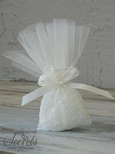 Μπομπονιέρα Γάμου κλασική, μπομπονιέρα γάμου, μπομπονιέρα πουγκί, μπομπονιέρα γάμου vintage, μπομπονιέρα με δαντέλα, μπομπονιέρα γάμου κεντητή, annassecret, Χειροποιητες μπομπονιερες γαμου, Χειροποιητες μπομπονιερες βαπτισης Homemade Wedding Favors, Crafts Beautiful, Potpourri, Communion, Holi, Dream Wedding, Projects To Try, Beautiful Pictures, Flower Girl Dresses