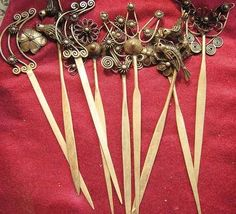 China's ethnic minorities have the tradition of using hairpins to fix up hair and make hairdressing. Their hairpins are of diversified varieties, with long histories and rich national features and cultural implications.
