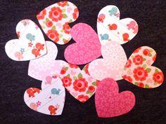 DIY: Coeurs en papier cousus for Valentine's day! http://bricartbrac.blogspot.fr/