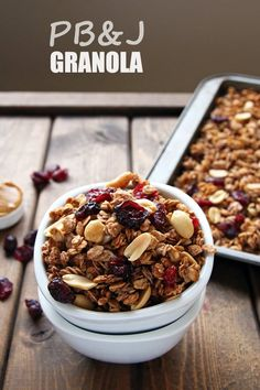 Crunchy Peanut Butter and Jelly Granola that tastes just like you favorite PB&J sandwich! The big granola clusters with peanuts and cranberries are fab! Healthy Food Blogs, Good Healthy Recipes, Unique Recipes, Healthy Snacks, Eat Healthy, Sugar Free Granola, Granola Clusters, Breakfast Bread Recipes, Peanut Butter Roll