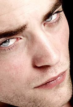 Robert Pattinson There is simply no way anyone can find him unattractive. Twilight Edward, Twilight Saga, Robert Pattinson Twilight, Robert Douglas, Edward Cullen, Portraits, Jamie Dornan, Close Up, Actors & Actresses