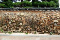 꽃담 Korean Traditional, Traditional House, Pale Blue Dot, Fence Doors, Yamagata, Asian Design, Learn Korean, Architecture Old, 14th Century