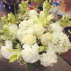 A #pretty #victorian #style #arrangement ! So #full and #fluffy !!