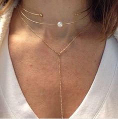 ahhh... A choker and a necklace in the same shade makes it looks like a set!