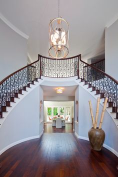 Enhance your home look with a luxurious staircase design to welcome 2016