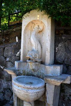 """IT Fontanella dell' """"Acqua Marcia"""", cioè acqua proveniente dall'antico Acquedotto costruito dal pretore Quinto Marcio Re, nel 144 aC, lungo 90km ENG Water fountain of """"Acqua Marcia"""", originally served by the ancient Acqueduct built by the praetor Quinto Marcio Re, in 144bC, 56 miles long."""