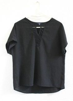 À vendre sur #vintedfrance ! http://www.vinted.fr/mode-femmes/blouses/49763933-haut-noir-decollete-dentelle