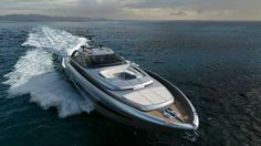Yacht concept – Meet the Riva 88′ Florida with a convertible rooftop