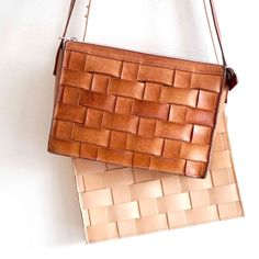 Model: The Näver Small Shoulder Bag is a cross body shoulder bag with one interior compartment that closes with a top zipper and a small inner zip-pocket. Natural Tan, Natural Leather, Tan Leather, Leather Bags, Small Shoulder Bag, Shoulder Strap, Shoulder Length, Small Braids, Leather Pillow