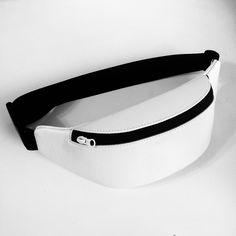 Best 12 How to make a cool street style hip belt BumBag – SkillOfKing. Waist Purse, Waist Pouch, Leather Fanny Pack, Leather Belt Bag, Fanny Pack Pattern, Bum Bag, Handmade Handbags, Fashion Belts, Medium Bags