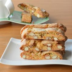 Lovely crunchy Italian Cantuccini cookies, with almonds. To dip in coffee, tea or Amaretto. (in Dutch) Italian Biscuits, Italy Food, English Food, Sweet Cakes, Italian Recipes, Italian Cooking, High Tea, Easy Cooking, Pasta