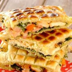 Try your hand at this yummy recipe for Braai Pie Ingredients 45 ml butter onion 15 ml all-purpose flour 250 g spinach 150 g feta cheese 115 g (half a … Braai Recipes, Barbecue Recipes, Pie Recipes, Raw Food Recipes, Vegetarian Recipes, Recipies, Pie Pastry Recipe, Bread Dough Recipe, Braai Pie