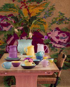 Farbenfroh gedeckter Tisch von Rice