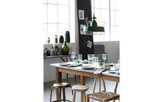 Vintage Lampe und Stühle im Essbereich