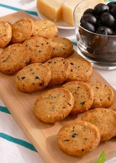 Salt Crackers, Gourmet Dinner Recipes, Deli Food, Salty Snacks, Pan Dulce, Pastry And Bakery, Tapas, Meals For Two, Cookies