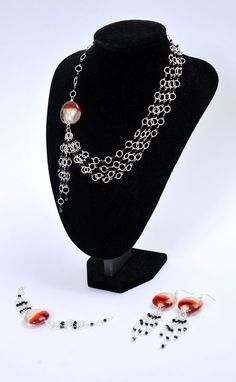 Bold Bicone Jewellery  tutorial by Beads Unlimited on Cut Out and Keep.