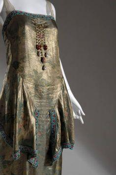 1921 Callot Soeurs, evening gown, France Totally looks like an elephant. 20s Fashion, Moda Fashion, Art Deco Fashion, Fashion History, Cute Fashion, Vintage Fashion, Fashion Design, Vintage Couture, Fashion Outfits