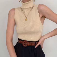 Shoulder Out Plain Camis Look Fashion, Winter Fashion, Fashion Outfits, Womens Fashion, Staple Wardrobe Pieces, Sleeveless Turtleneck, Minimalist Fashion, Minimalist Wardrobe, Look Cool