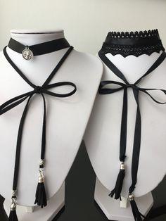 Gargantillas de cinta o encaje con tiras de cuerina y pompones.  #choker #trendy…