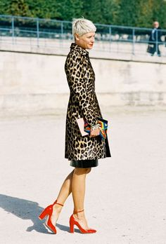 LE CATCH: the leopard print coat with red shoes...yes!