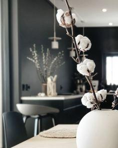 Funkishus Sigdal kjøkken Decor, Whitewash Wood, Vintage Finds, Ceiling Lights, Kitchen Cleaning Hacks, Kitchen Decor, Home Decor, Chandelier, Shabby Chic Kitchen